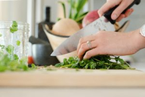 Woman chopping vegetables | Quick Weeknight Meals :: Albuquerque Moms Blog
