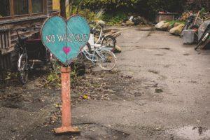 An ugly backyard | Do an easy and cheap backyard makeover :: Albuquerque Moms Blog
