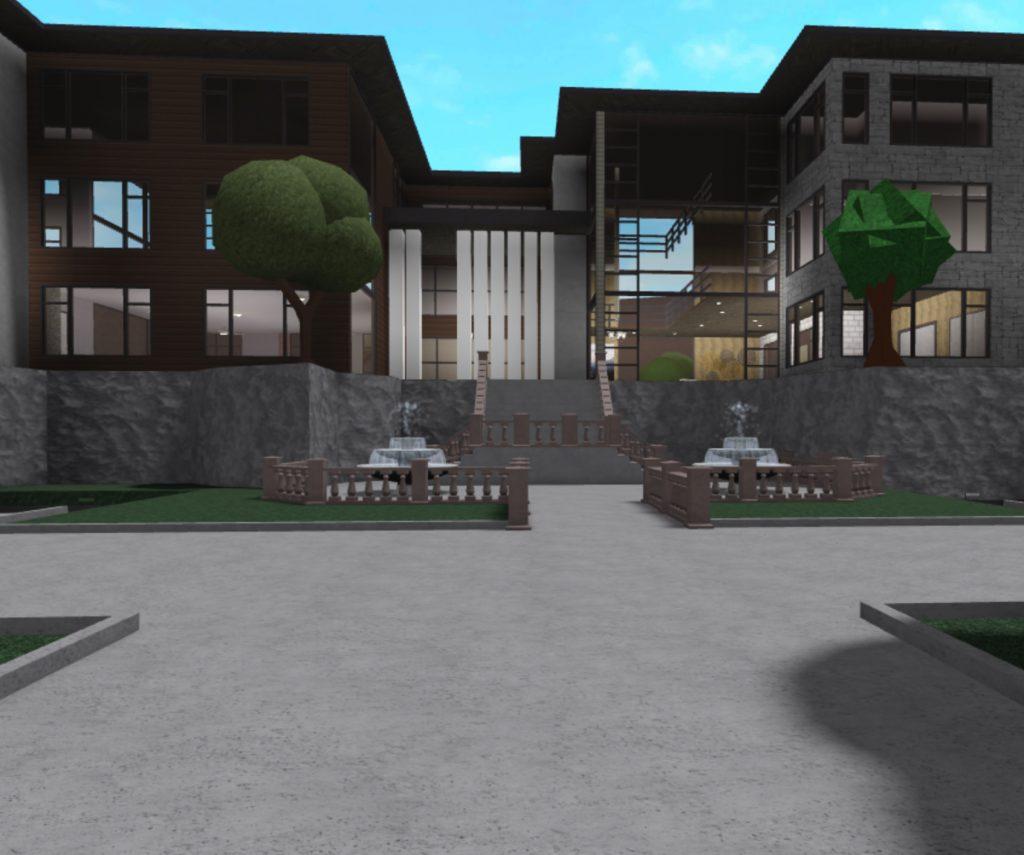 Bloxburg Courtyard She Designed