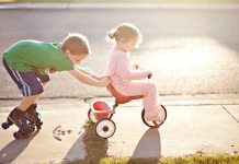 Four Tips to Discourage Jealousy between Siblings