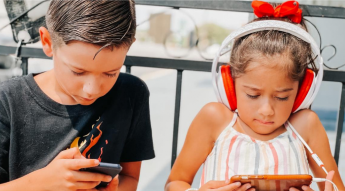6 Reasons My Kids Get to Use Their Devices When We Eat Out